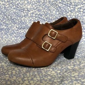 Clark's Bendables Brown Leather booties size 6.5